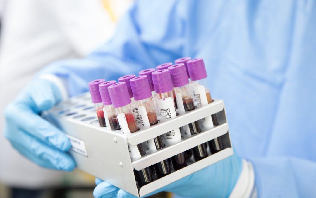 Co vědci vyzkoumali o koronaviru
